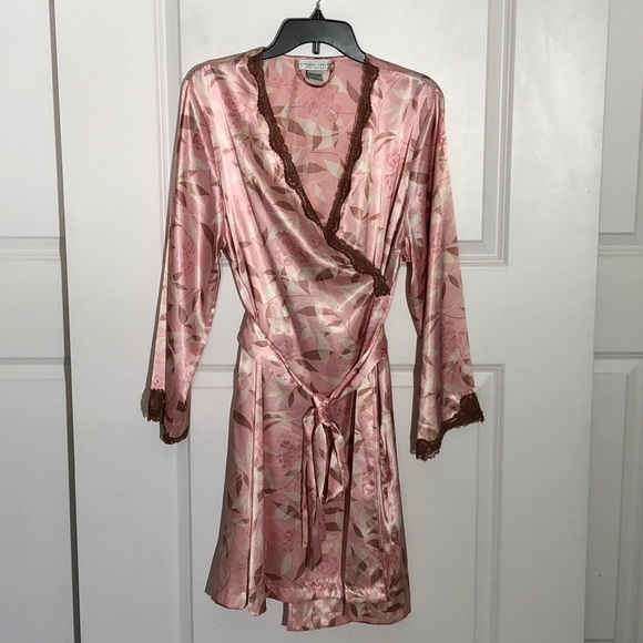 Morgan Taylor Other - Morgan Taylor Pink Floral Robe